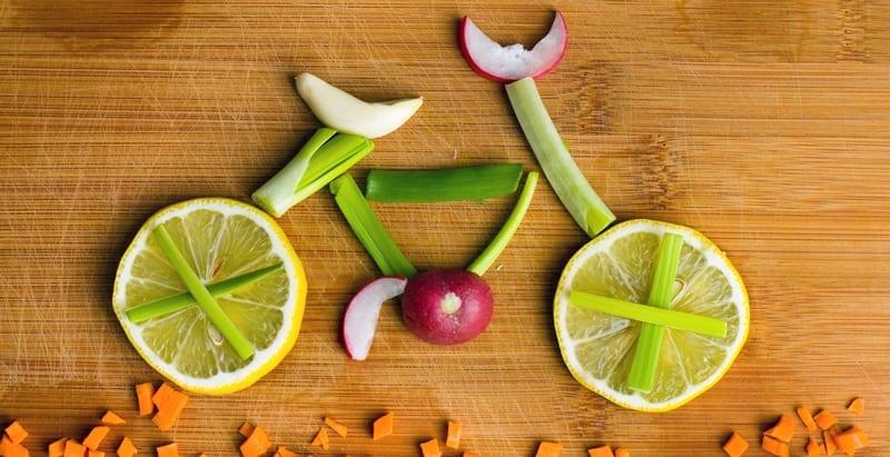 אופניים מירקות ופירות חתוכים